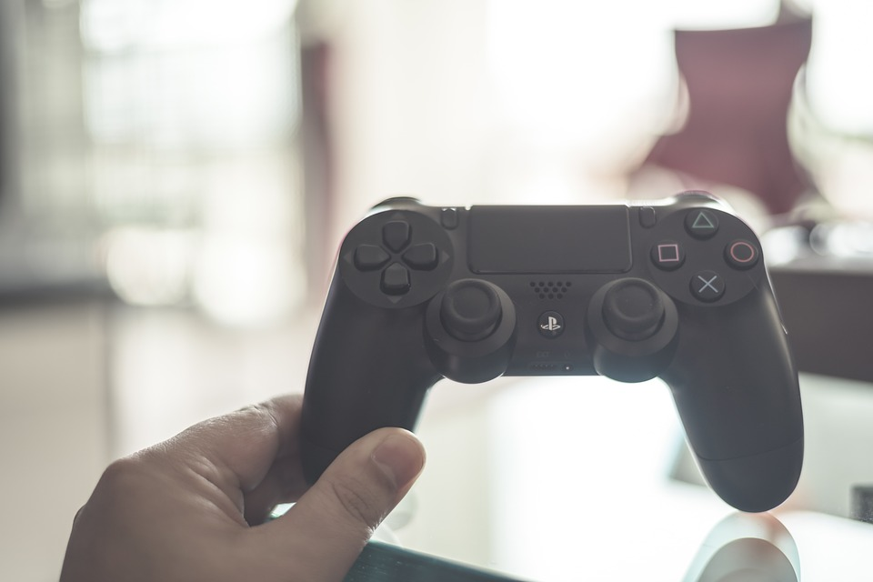 PS4のコントローラーのランプがオレンジ色になるのはなぜ?